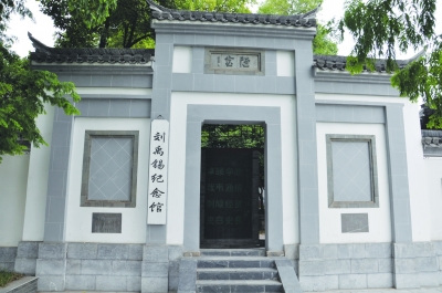 刘禹锡/6月5日凌晨1时许,甘肃玉门市遭遇暴雨袭击,整个城区被大雨...