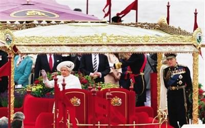 英女王登基60年泰晤士河巡游 耗资千万英镑图