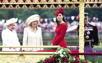 """""""白里透红"""" 3日,威廉王子的妻子凯特一身红装"""
