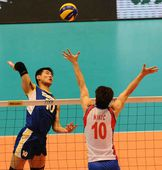 图文:中国男排0-3塞尔维亚 陈平挥臂