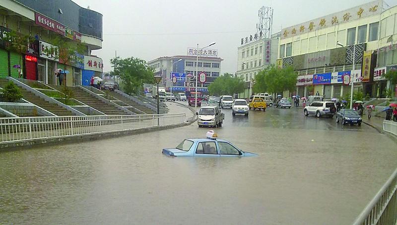 甘肃/6月5日凌晨2时,甘肃玉门市境内出现了降水量达到69.2毫米的强...