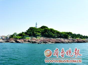 本是即墨一普通岛屿,为纪念田横而命名,为青岛诸岛中声名最为著称的岛