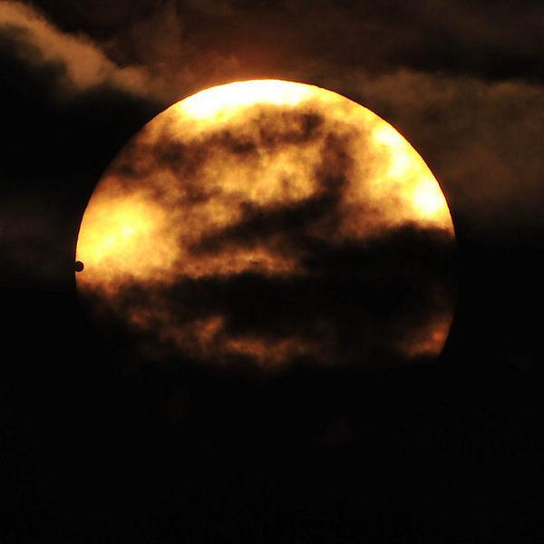"""银川/""""金星凌日""""的原理和日食类似,即金星运行到太阳和地球之间,..."""