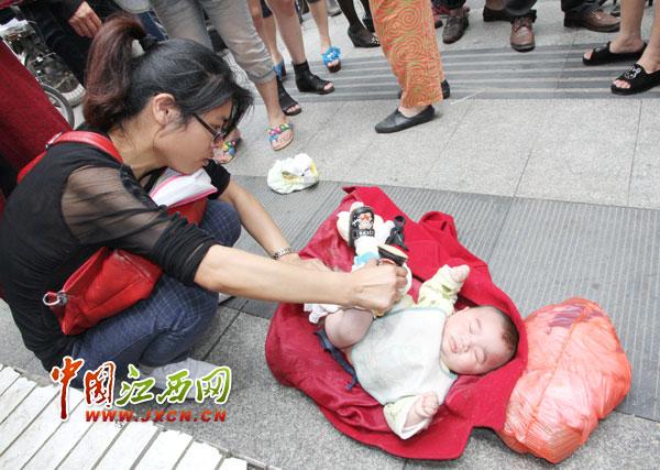 江西儿童医院附近有一弃婴(组图)