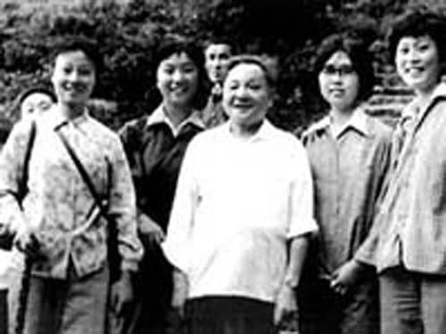 邓小平和恢复高考后的第一批大学生