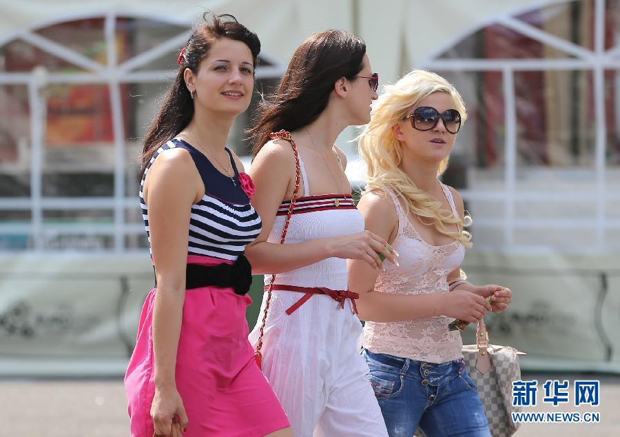 欧洲杯:乌克兰姑娘成基辅街头亮丽风景组图