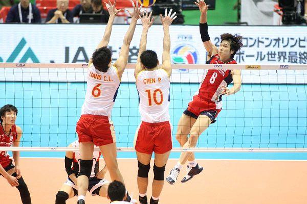 图文:[奥预赛]男排2-3韩国 陈平梁春龙拦网