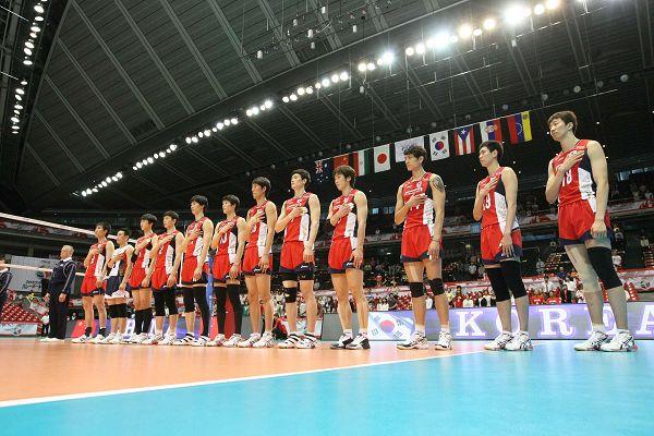 图文:[奥预赛]男排2-3韩国 韩国队手捂胸口
