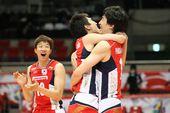 图文:[奥预赛]男排2-3韩国 韩国队激情相拥