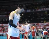 图文:[奥运赛]男排2-3韩国 张晨表情落寞