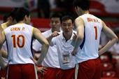 图文:[奥运赛]男排2-3韩国 周建安指导队员
