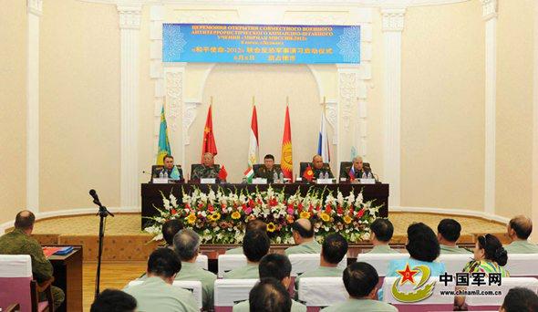 """2012年6月7日,""""和平使命-2012""""联合反恐军事演习启动仪式在塔吉克斯坦胡占德市举行。"""