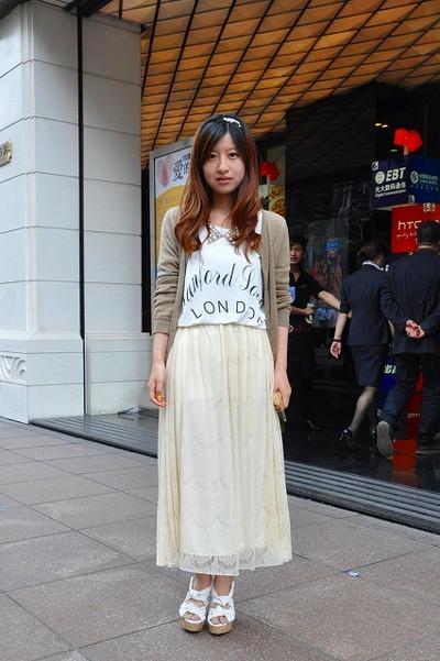 上海街拍夏日长裙短裤 分享街头实用配件(图)