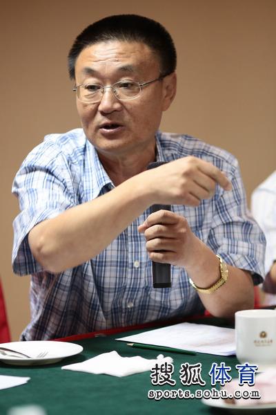 报道团总指挥、人民日报海外版体育部主任陈昭