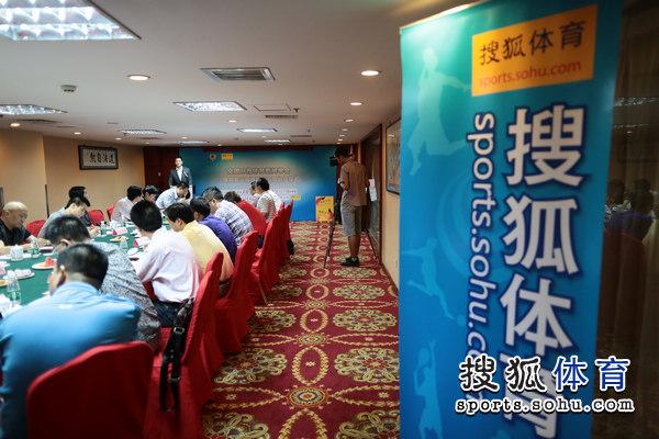 图文:搜狐奥运报道团成立 会议开始