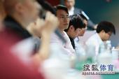 图文:搜狐奥运报道团成立 认真聆听