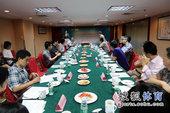 图文:搜狐奥运报道团成立 与会嘉宾讨论