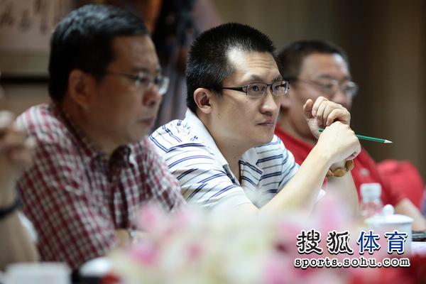 图文:搜狐奥运报道团成立 张艺参加会议