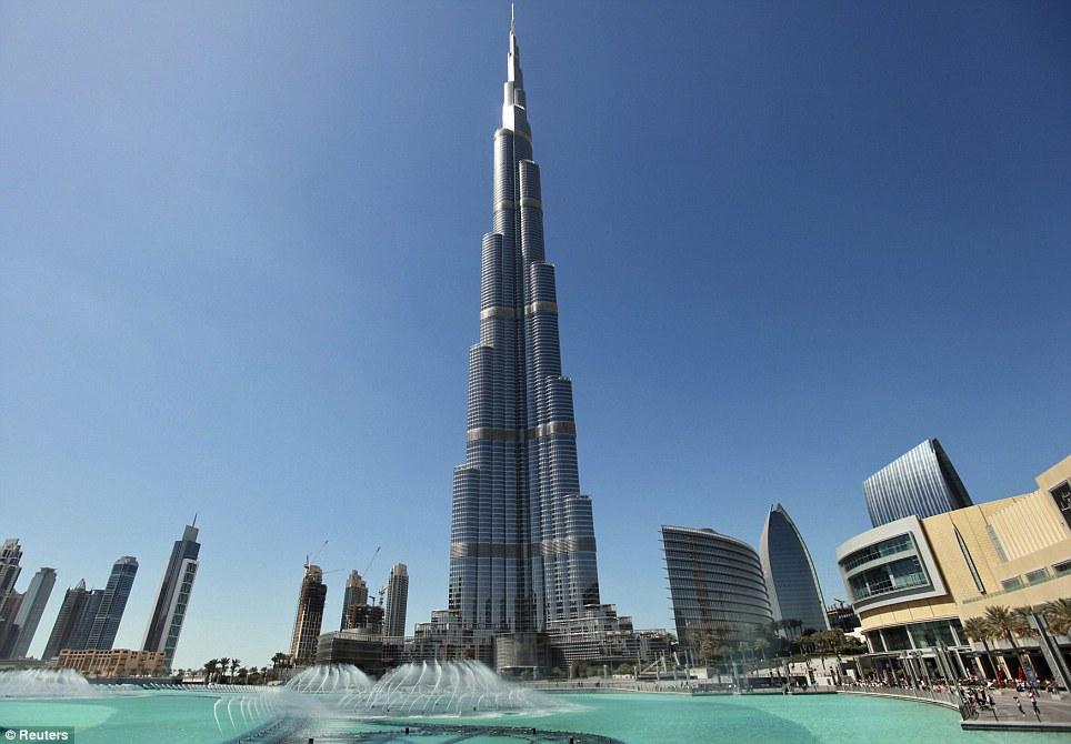 谁去取桶干净的水?清洁工忙着应付有24438面窗户的世界最高摩天楼(组图)-搜狐滚动