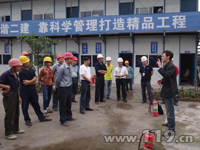 安全月宣安全 建筑农民工零距离学防火[图]图片