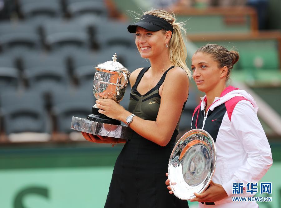 莎拉波娃 冠军/6月9日,冠军莎拉波娃(左)与亚军埃拉尼在颁奖台上。