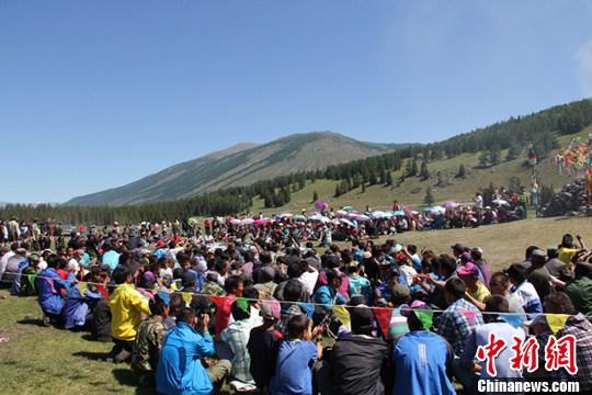 蒙古族图瓦人举办传统节日敖包节 戚亚平