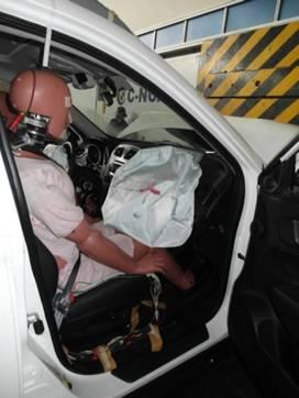 无论是正面100%还是40%重叠碰撞测试,传祺gs5驾驶员及副驾驶安全
