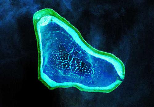 图2:黄岩岛航拍图