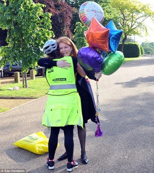 英国的尤金妮公主日前完成了101公里的自行车骑行,为慈善事业筹集捐款