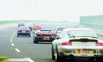 """据今日早报报道:""""法拉利车队在杭新景高速上飙车,速度非常高清图片"""
