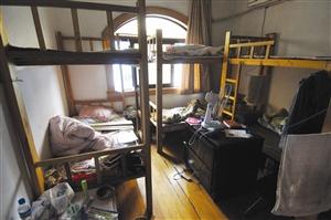 """""""六人间最好租,床位是上下铺,很有大学宿舍的气氛.图片"""