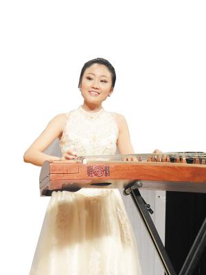 中南林科大音乐厅座无虚席,自强美女大学生李璐的个人古筝演奏会在此