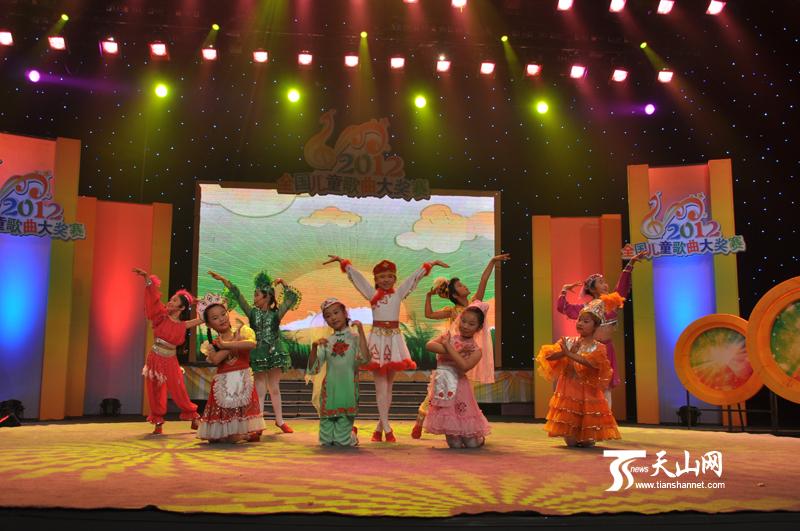本次全国儿童歌曲大奖赛是由中央电视台和中国音乐