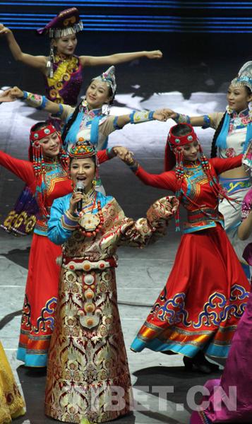 藏族歌手阿斯根 民族文化的发展离不开国家的支持
