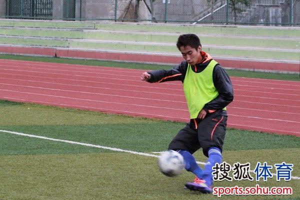 幻灯:延边小将全副武装训练 金波和李成林卖力图片