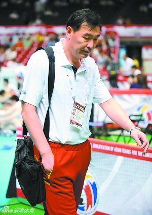 中国男排主教练周建安