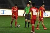 图文:[中超]长春1-0胜山东 李谋被出示黄牌