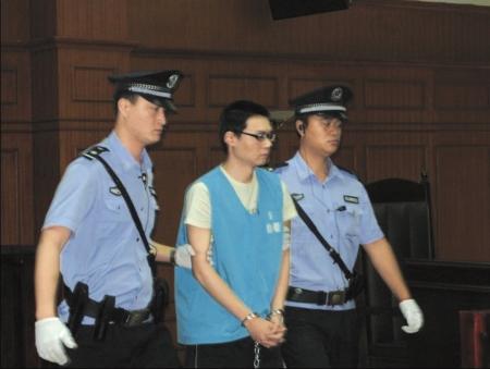 赵勇被带上被告席。