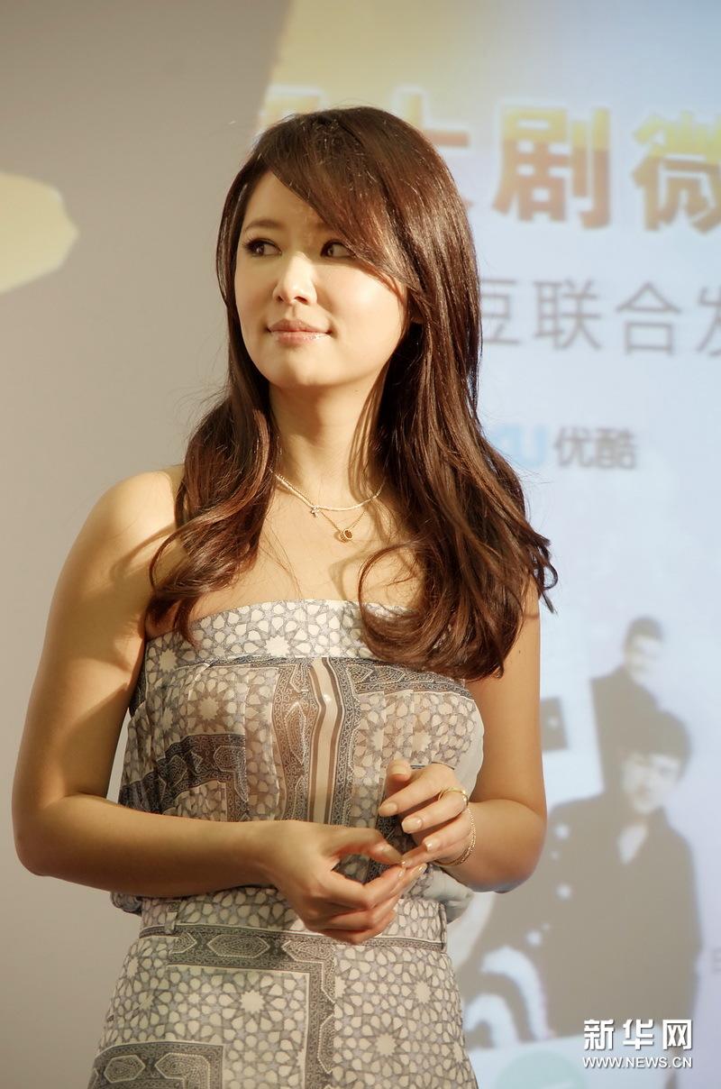 草姐吧影院_6月12日,微电影《姐姐立正向前走》主演(从左至右)张伦硕,汪东城