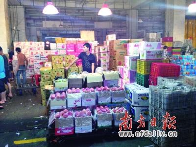 江南果蔬市场上售卖的苹果,大部分都来自山东烟台。