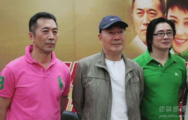 郑晓宁(左),杜雨露与导演在现场.