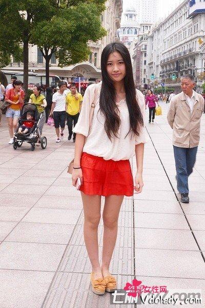 上海内裤街拍美女美女鲜艳组图!(长裙)短打的被扒色彩图片图片