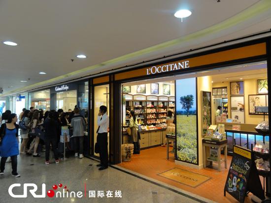 香港地铁站商店林立图片