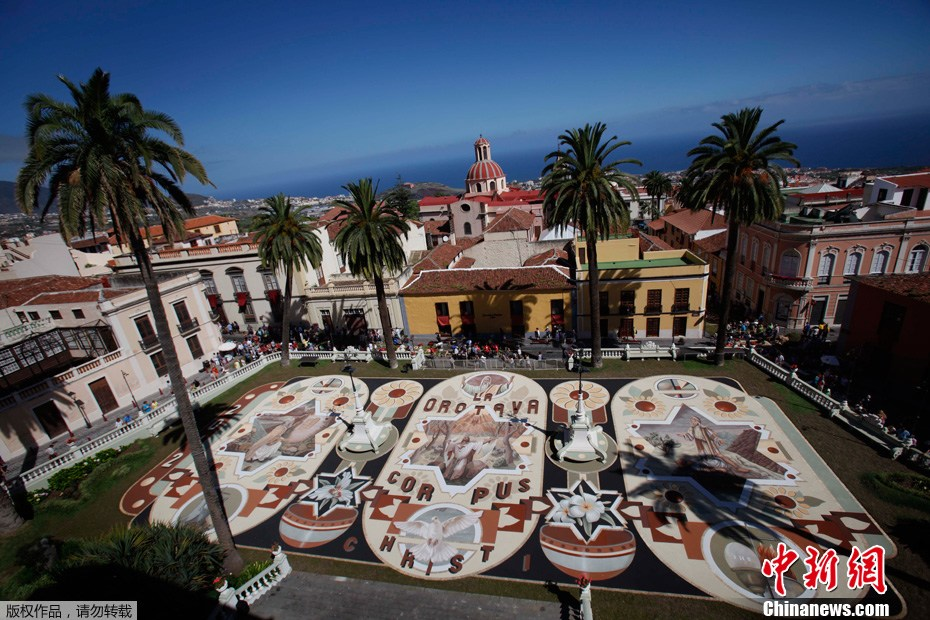 日�yla_2012年6月14日,西班牙la orotava小镇,民众们用鲜花在地面上拼出各种