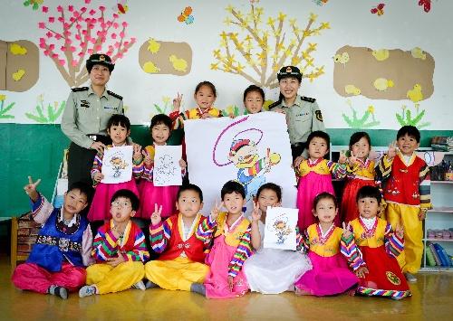 朝族儿童手绘吉祥物迎州庆