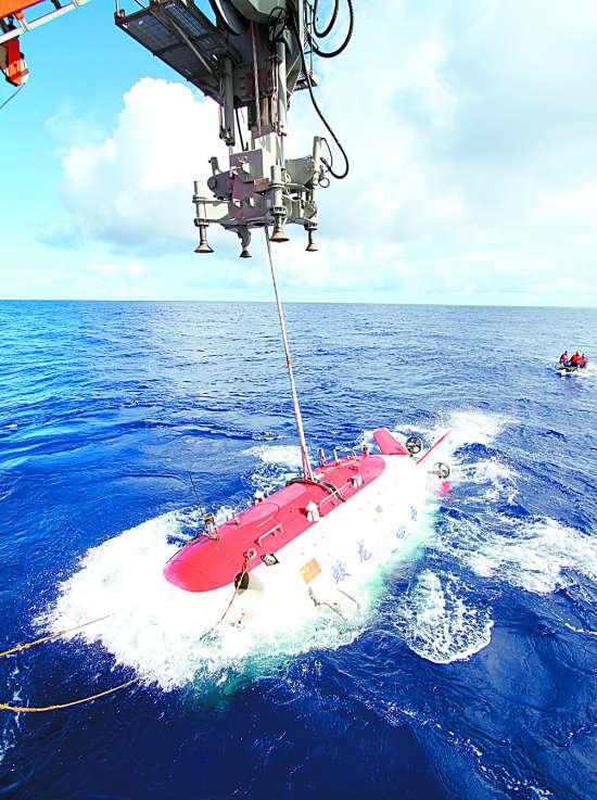 """蛟龙/""""蛟龙""""入水今日进行七千米级海试首次下潜试验"""