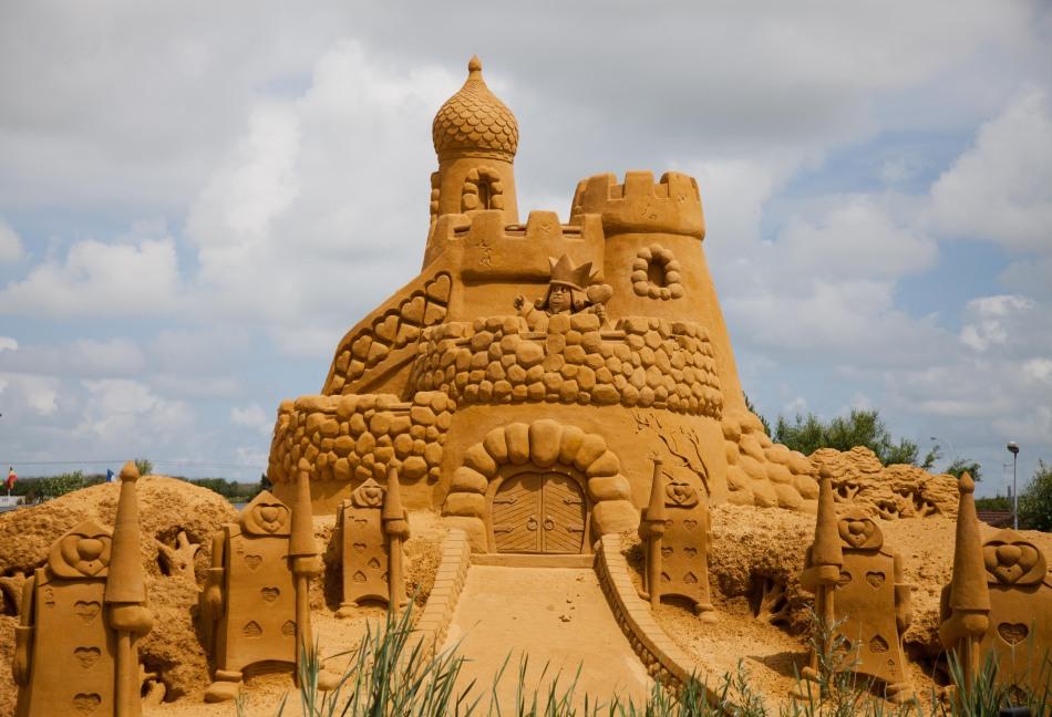 比利时布兰肯贝赫沙雕节展出150件精美沙雕作品(组图)