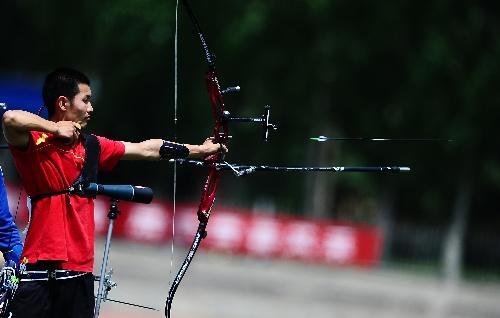 奥运:射箭图文项目锦标赛刘仲禹反曲弓比赛篮球场上的举球图片