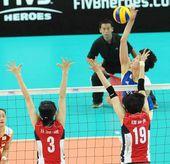 图文:中国女排3-0韩国 惠若琪挥臂