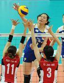 图文:中国女排3-0韩国 杨珺菁高出一头